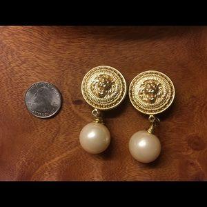 Vintage Anne Klein clip on earrings